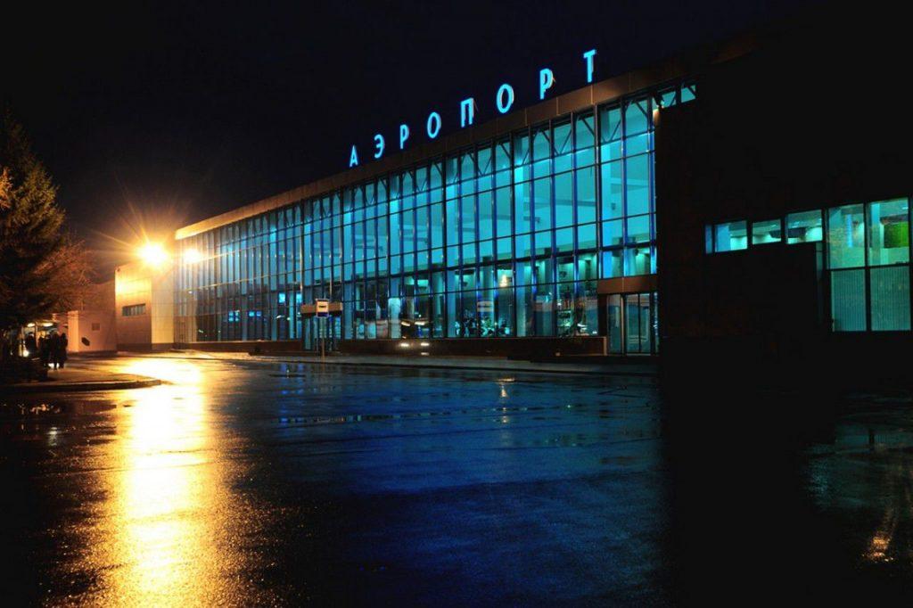 В аэропорт Омска ночью